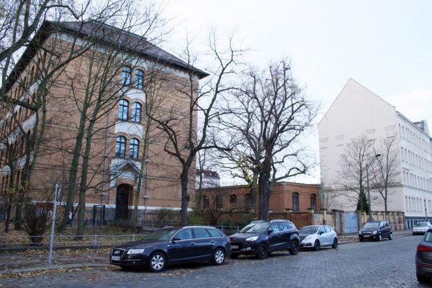 Die Nordseite der Apollonia-von-Wiedebach-Schule. Foto: Ralf Julke