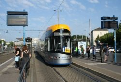 XL-Straßenbahn am Goerdelerring. Foto: Ralf Julke