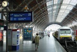 Der Zug nach Chemnitz steht bereit. Foto: Ralf Julke