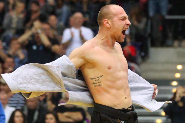 Jeder Punkt wurde frenetisch gefeiert. Hier bejubelt Laszlo Szoke (JCL) seinen Sieg gegen René Schneider (Esslingen).