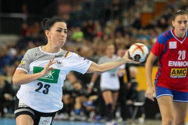 Svenja Huber (6 Tore) wurde als beste Spielerin der Partie geehrt. Foto: Jan Kaefer