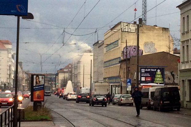 Die ersten Rauchwolken um 14:45 Uhr an der Georg-Schumann-Straße. Foto: Privat