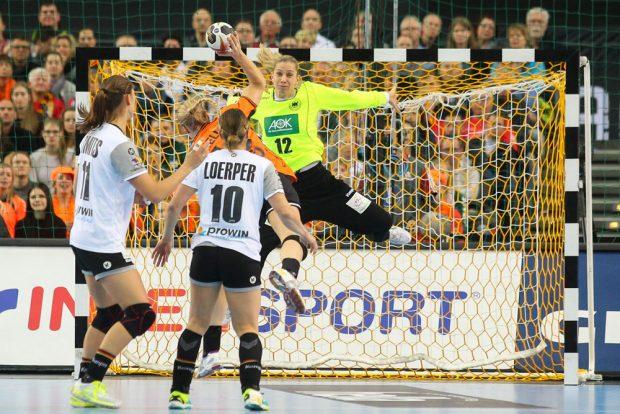 Im Spiel gegen die Niederlande gab es auch für Katja Kramarczyk wenig zu halten. Foto: Jan Kaefer