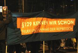 Demoparolen gegen den Paragraphen 129 unterwegs. Foto: L-IZ.de