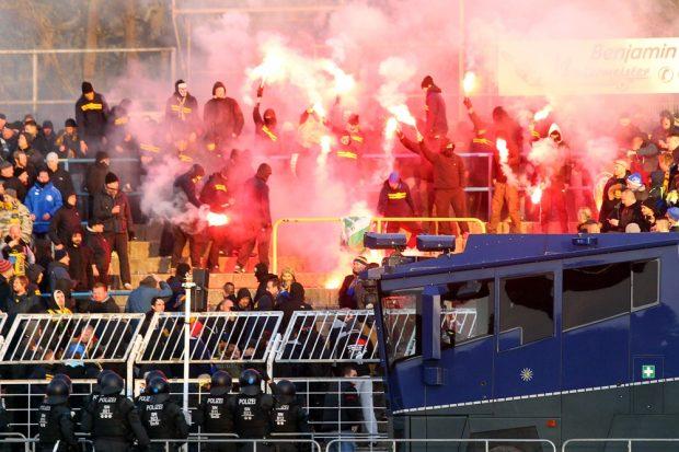 Derbyzeit in Leipzig - die Schlachtenbummler als das eigentliche Event? Foto: Jan Kaefer