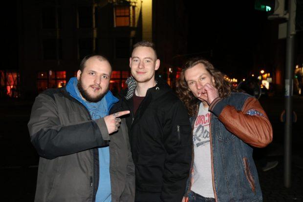 Die drei fröhlichen Nachtschwärmer wollten unbedingt auf die L-IZ. Wunsch hiermit erfüllt ;-) Foto: L-IZ.de