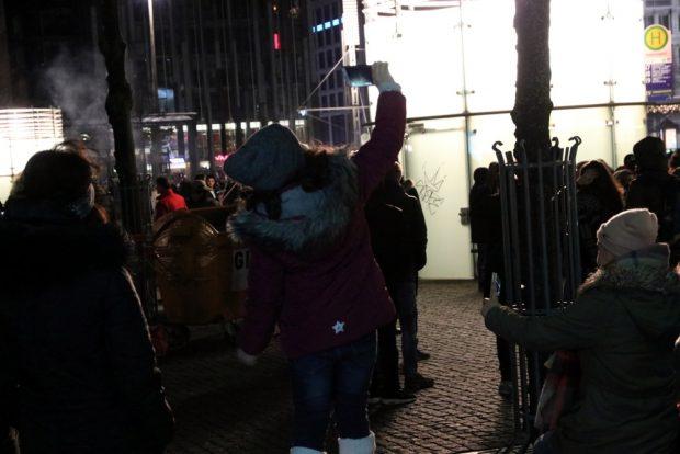 Die liebste Beschäftigung auf dem Augustusplatz auch bei den Kleinen. Foto: L-IZ.de