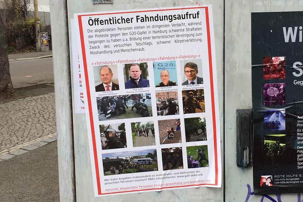 Mit diesem Plakat fahnden Linksradikale nach Politikern und Polizisten. Foto: Martin Schöler