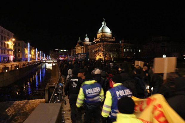 Kurz vor Ende des Demonstrationszuges auf dem Simsonplatz. Foto: L-IZ.de