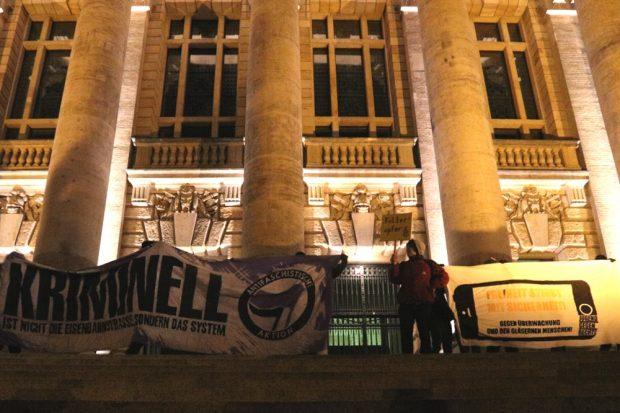 Schlussbild der Demonstration vor dem Bundesverwaltungsgericht auf dem Simsonplatz. Foto: L-IZ.de