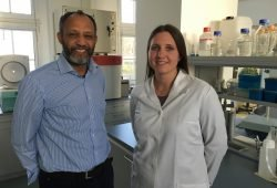 Professor Dr. Getu Abraham und Promovendin Caroline Schoeller. Foto: Privat