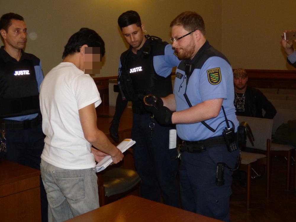 Der mutmaßliche Doppelmörder Dovchin D. (38) zum ersten Prozesstag im November. Foto: Lucas Böhme