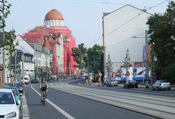 Radfahrer auf der umgebauten Karl-Liebknecht-Straße. Foto: Ralf Julke