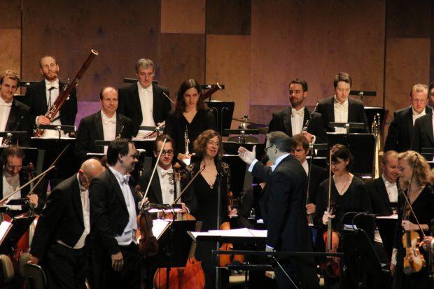 """Die Silvester-Gala steht in diesem Jahr unter dem Motto """"Le bal"""". Die musikalische Leitung hatt Hausherr Prof. Ulf Schirmer. Foto: L-IZ.de"""