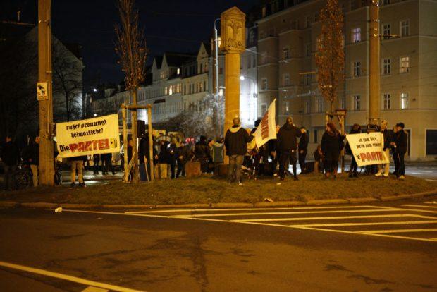 Die Partei demonstriert nun das zweite Jahr am Connewitzer Kreuz.