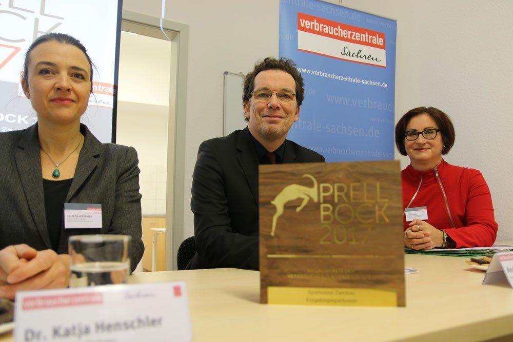 Verleihung Prellbock 2017: v.l. Dr. Katja Henschler, Andreas Eichhorst, Andrea Heyer. Foto: VZS