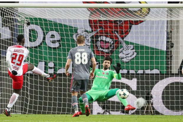 Besiktas-Keeper Tolga Zengin vereitelte eine Vielzahl der RBL-Möglichkeiten. Foto: GEPA pictures/Roger Petzsche