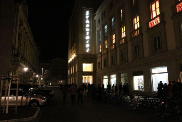 Im Schauspielhaus geht's jetzt auch für die L-IZ zu den Tiger Lillys. Fotos: L-IZ.de
