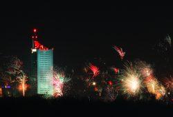 Happy New Year! Rund um den Uni-Riesen böllerts gewaltig. Foto: Jan Kaefer