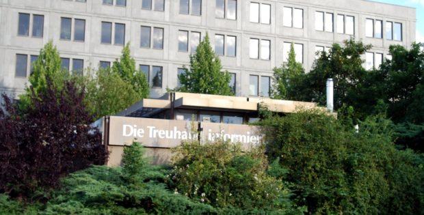 Mit Standorten überall in Ostdeutschland und mit noch geschlossenen Akten: Die Treuhandanstalt auf der Alten Messe Leipzig. Foto: Michael Freitag