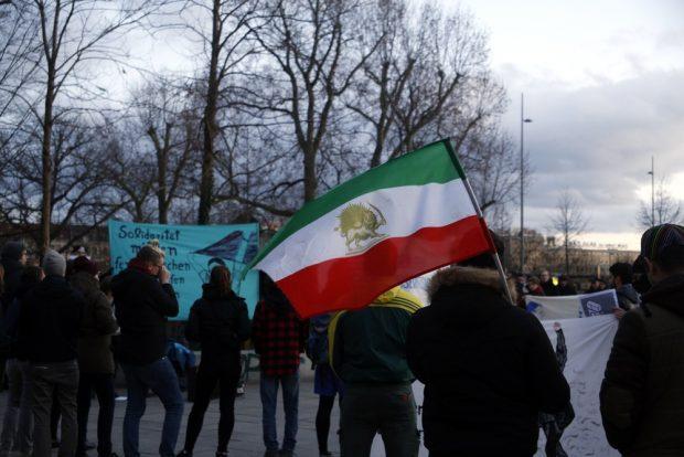 Flagge des Irans vor der islamischen Revolution. Foto: Alexander Böhm