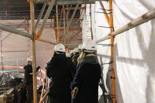 Hoch oben auf der Baustelle. Ein Niemeyer-Bau entsteht. Foto: Michael Freitag