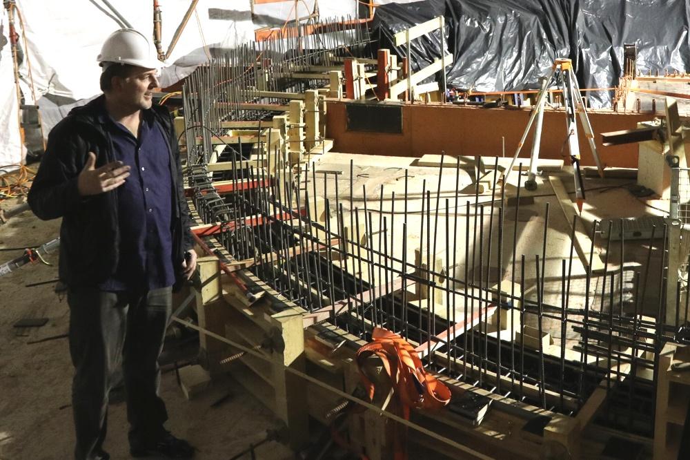 Kirow-Chef und Bauherr Ludwig Koehne auf der Niemyer-Baustelle. Foto: Michael Freitag