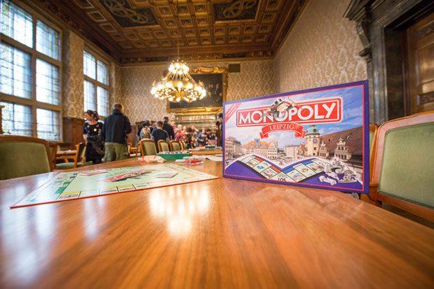Austragung der 5. Monopoly-Stadtmeisterschaft im Ratsplenarsaal des Neuen Rathauses. Foto: Eric Kemnitz/www.SK-PICTURE.com