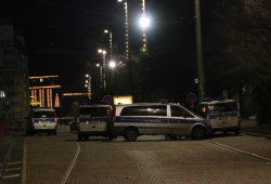 Zur Absicherung der Silvesterfeiern in leipzig mit rund 1.000 Beamten unterwegs: Die Polizei (am Augustusplatz). Foto: L-IZ.de
