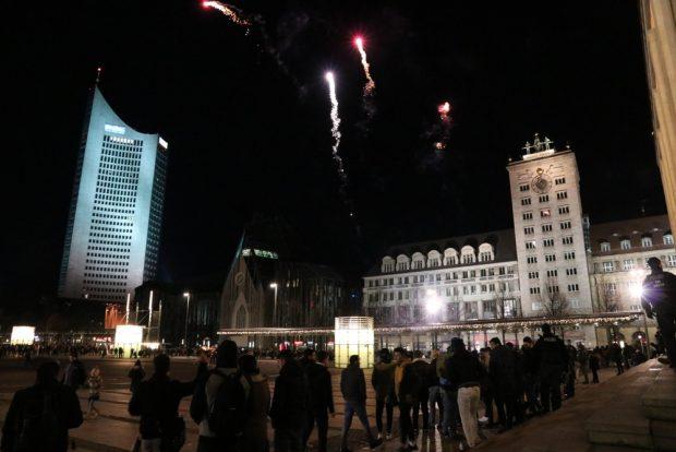 Vor der Oper Party und Ballerei. Foto: L-IZ.de