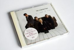 "The Cranberries: No Need to Argue, die CD mit dem Song ""Zombie"". Foto: Ralf Julke"