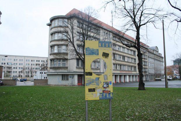 Die Hauptfeuerwache mit dem alten Verlauf des Pleißemühlgrabens. Foto: Ralf Julke