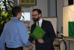 Justizminister Gemkow übergibt Abschlusszeugnisse. Foto: SMJus