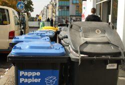 Immer wieder rappelvoll: Leipziger Mülltonnen. Foto: Ralf Julke