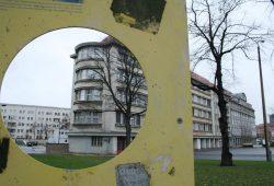 Hinweistafel des Vereins Neue Ufer zum historischen Verlauf des Pleißemühlgrabens. Foto: Ralf Julke