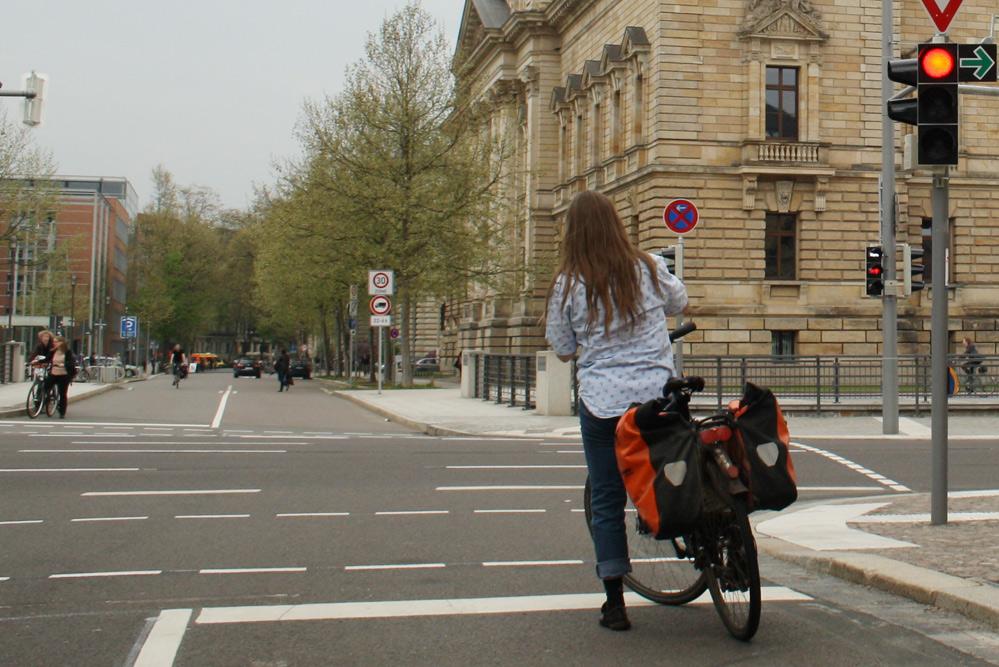 Radfahrerin auf dem Weg in die Beethovenstraße. Foto: Ralf Julke
