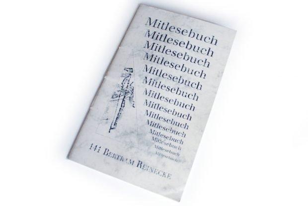 Betram Reinecke: Nur gries getupfte Reste von Gesängen. Foto: Ralf Julke