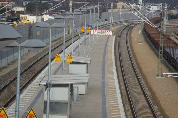 Direkt an der Brücke: Regionalbahn-Haltepunkt Leutzsch. Foto: Gernot Borriss