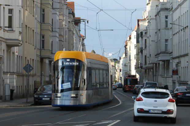 XL-Straßenbahn in Gohlis. Foto: Ralf Julke