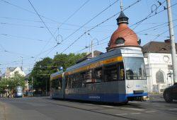 Straßenbahnen der Linie 14 am Felsenkeller. Foto: Ralf Julke