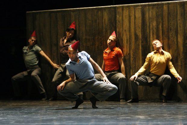 """Johan Ingers Choreografie """"Walking Mad"""" zu Ravels """"Bolero"""" ist längst ein zeitgenössischer Klassiker. Foto: Ida Zenna"""
