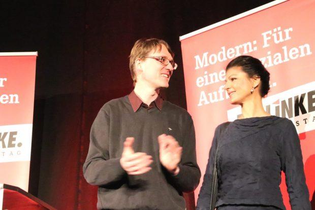 Linken-Vorsitzender in Leipzig, Adam Bednarsky und Sahra Wagenknecht (MdB, Fraktionsführerin, Die Linke) im Felsenkeller. Foto: L-IZ.de
