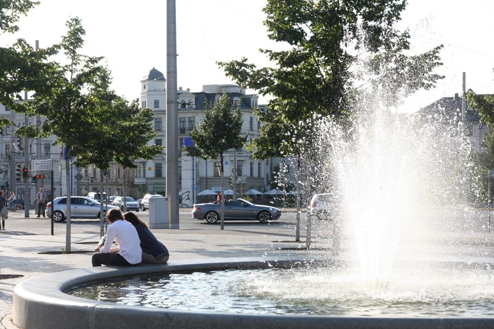 Wenigstens ein bisschen Abkühlung: Brunnen am Richard-Wagner-Platz. Foto: L-IZ.de
