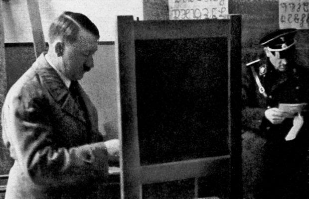 Der Führer wählt - die letzte Wahl 1932 und die NSDAP erringt keine Regierungsmehrheit. Foto: Bilderdienst Hamburg, gemeinfrei