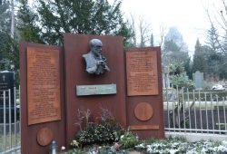 Das Ehrengrab der Stadt Leipzig für Kurt Masur auf dem Südfriedhof. Foto: Michael Freitag