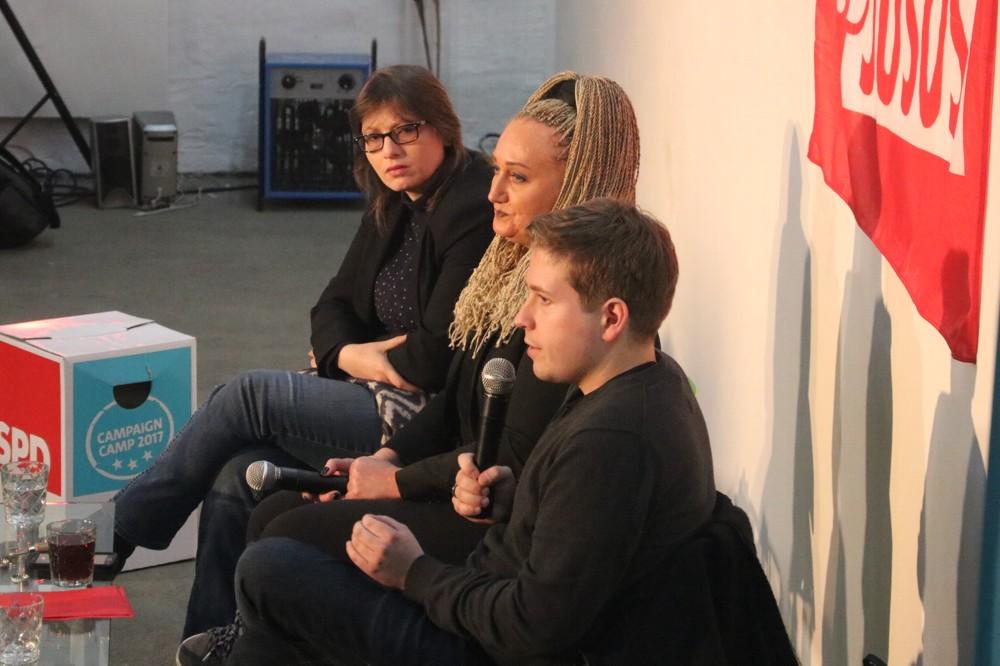 Ein Debattenformat an der Basis, Kevin Kühnert (Juso-Chef in der SPD) und Katja Pähle (Mitglied d. Bundesvorstandes SPD, l.) sowie Irena Rudolph-Kokot (SPD Leipzig) in der Galerie KUB. Foto: Michael Freitag