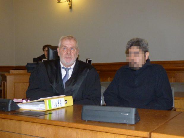 Der Angeklagte wird durch Strafverteidiger Rainer Wittner (l.) vertreten. Foto: Lucas Böhme