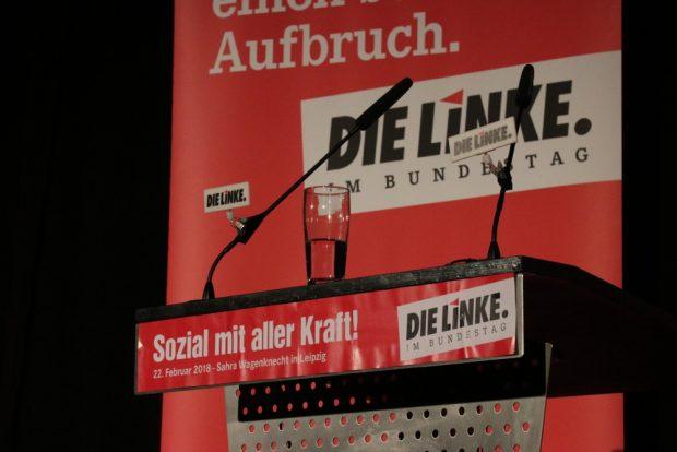 Halbvoll oder halbleer? Einer klaren Kritik an der neoliberalen Politik der letzten Jahre folgte tosender Applaus. Foto: L-IZ.de