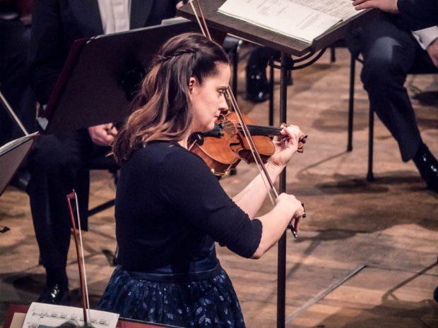 Baiba Skride interpretierte Bergs Violinkonzert. Foto: Luca Kunze