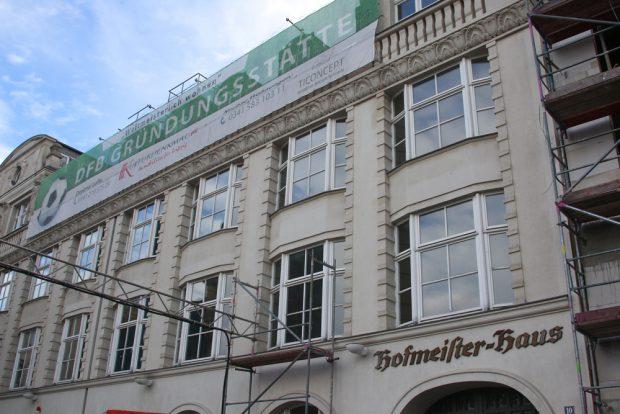 """Hofmeister-Haus in der Büttnerstraße (früher Carlsstraße). Im damalige Restaurant """"Zum Mariengarten"""" wurde am 28.01.1900 der Deutsche Fußball-Bund (DFB) gegründet. Foto: Jan Kaefer"""